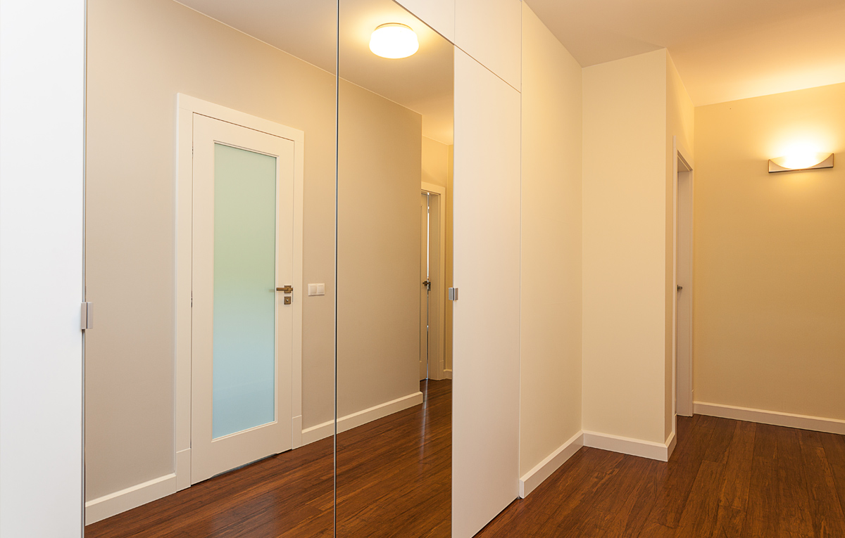 Mirrored wardrobe in Hallway.